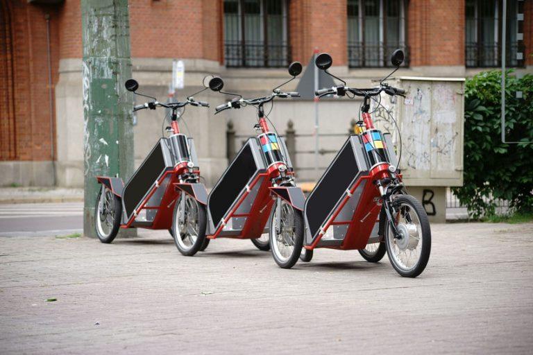 Triciclos para adulto en fila