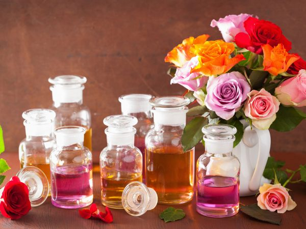 Varios frascos de aceites esenciales