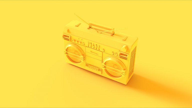 Radio en color amarillo