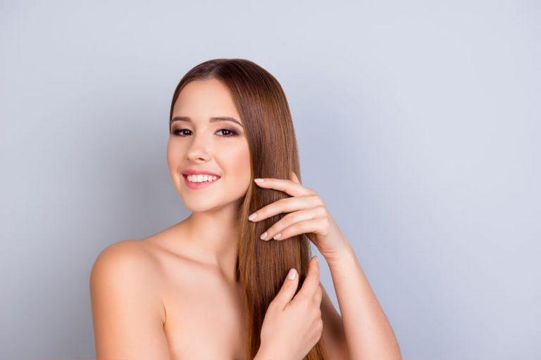 Mujer con cabello brilloso