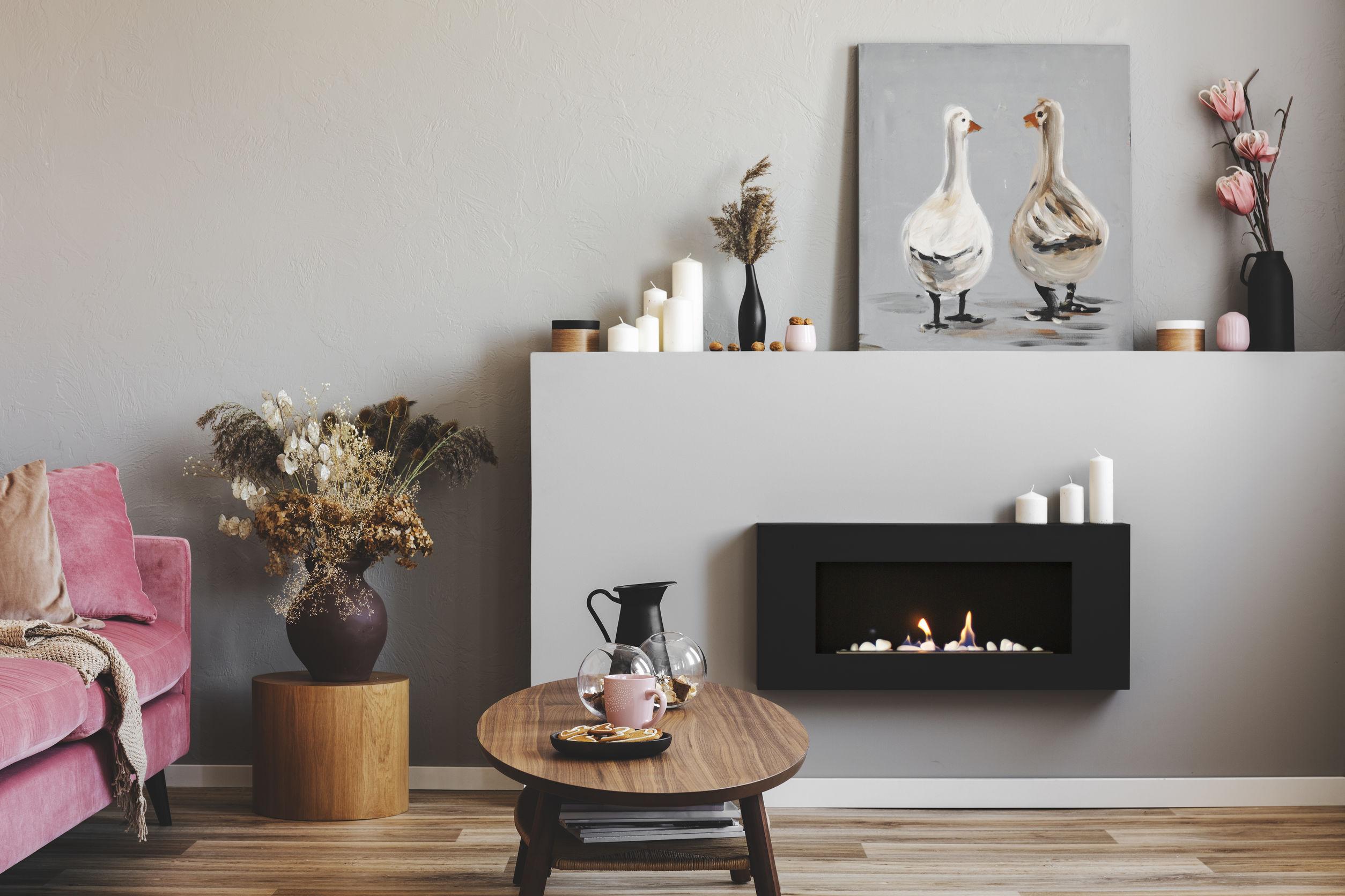Sala de estar con chimene