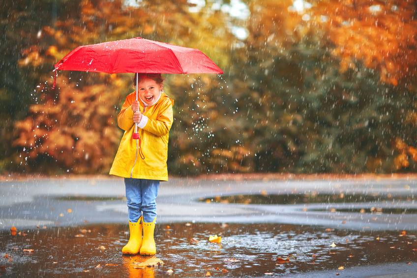 Niña con su paraguas