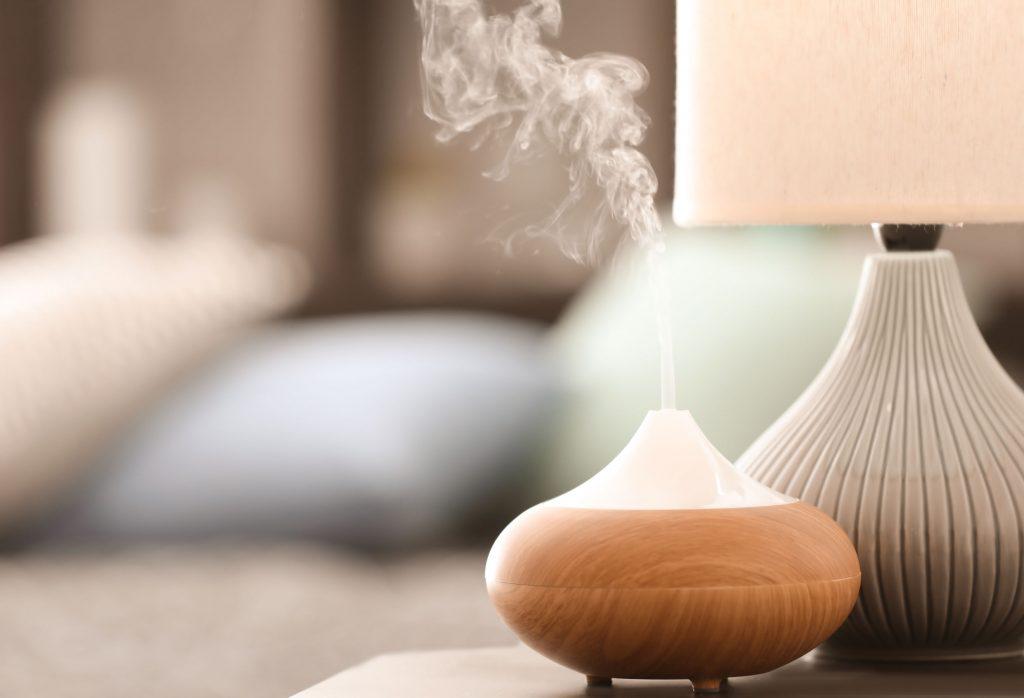 Lámpara de aroma en mesa