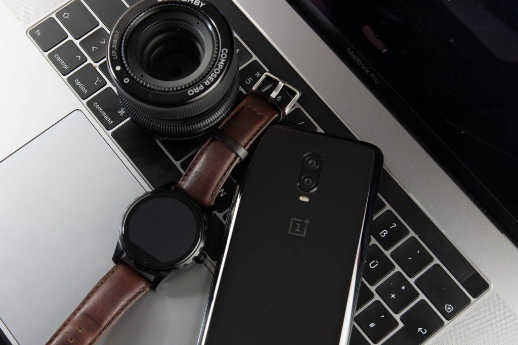 accesorios smart sobre laptop