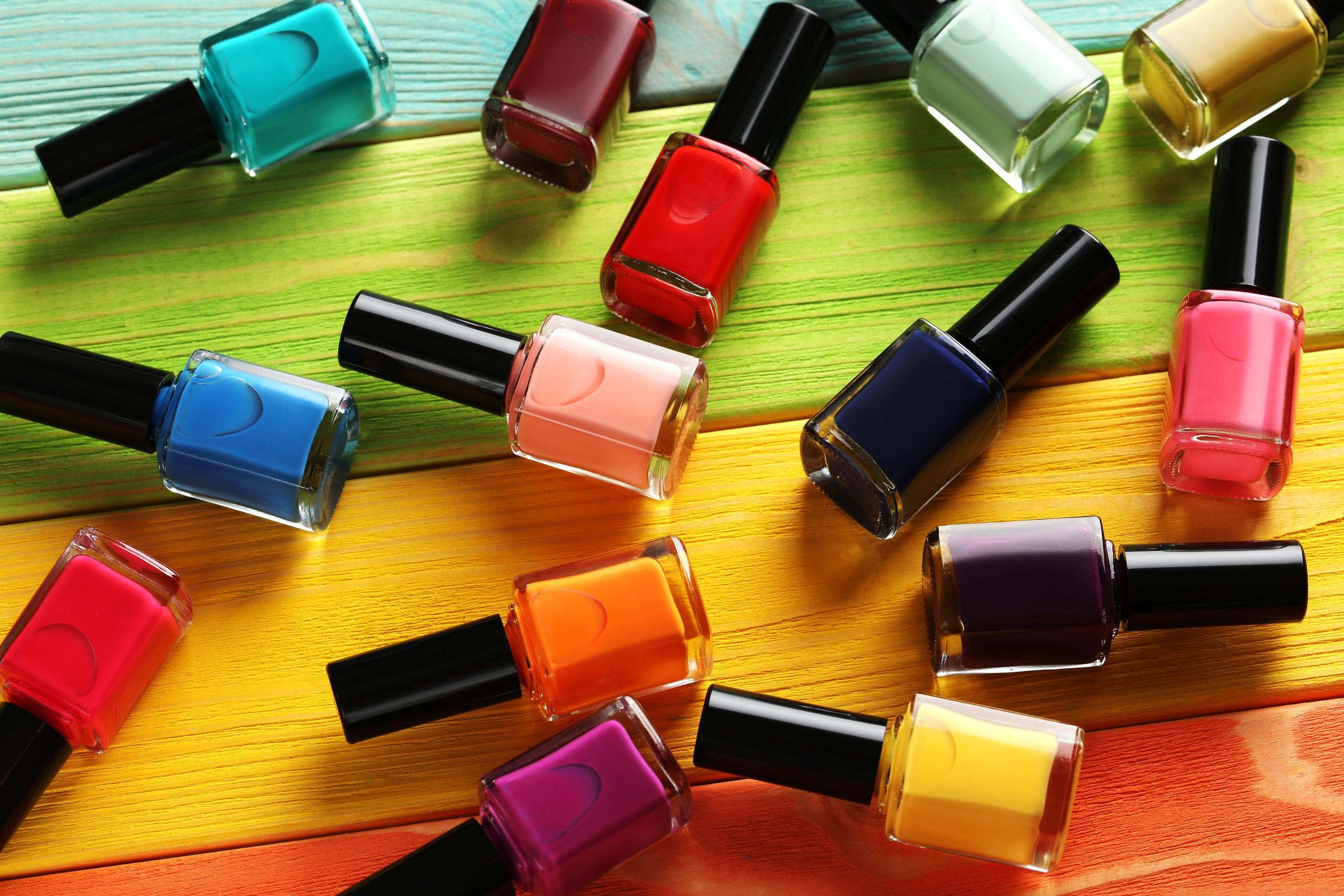 pintauñas de diferentes colores