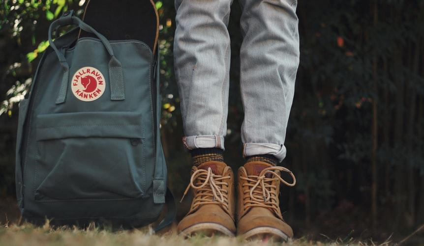 mochila en bosque