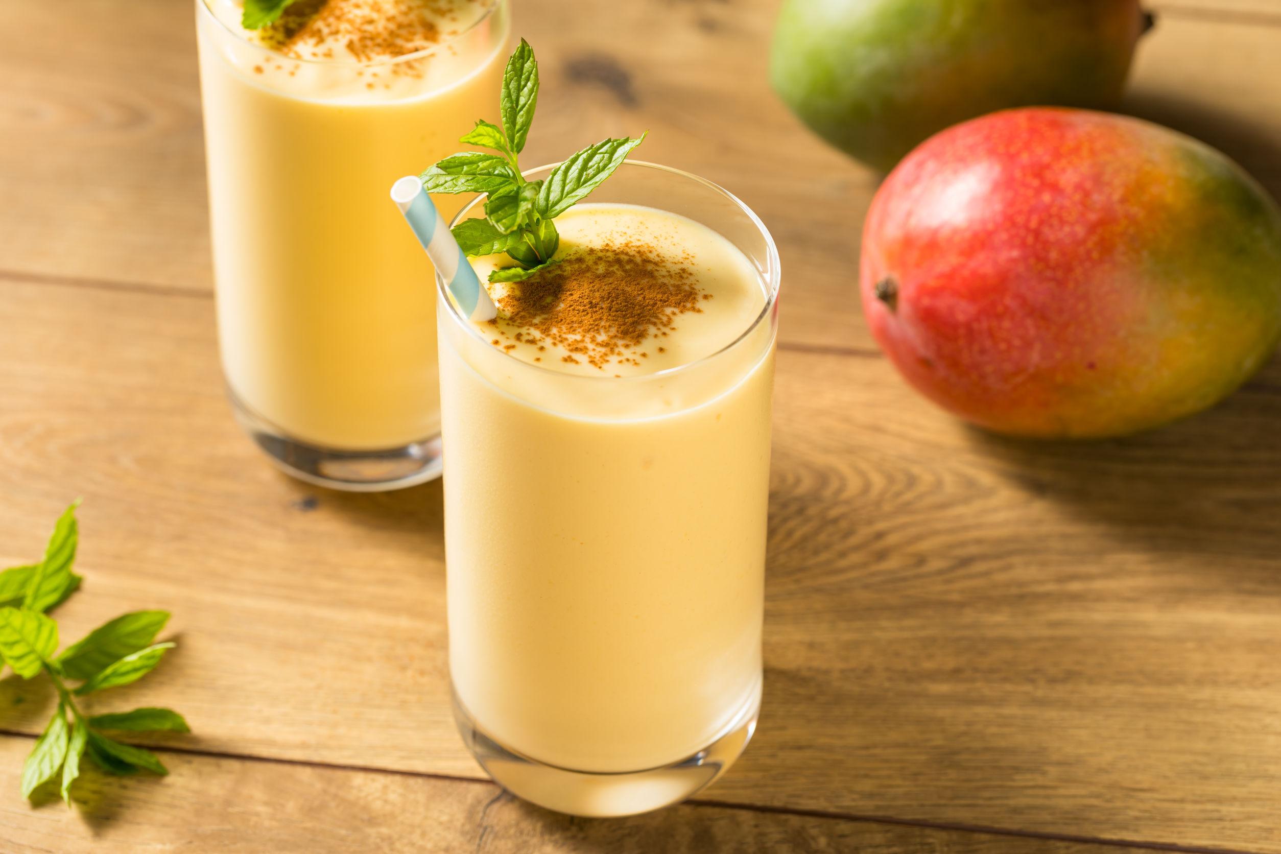 Batido de Lassi de Mango Indio Dulce Casero con Menta