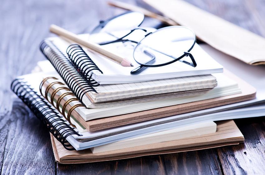 cuadernos de diferentes materiales