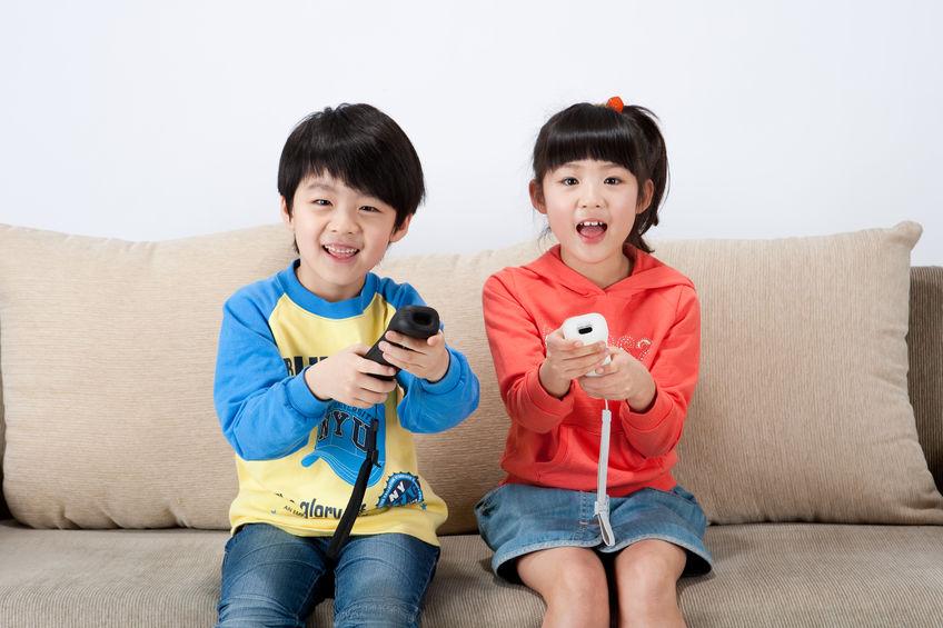 niños jugando ccon wii
