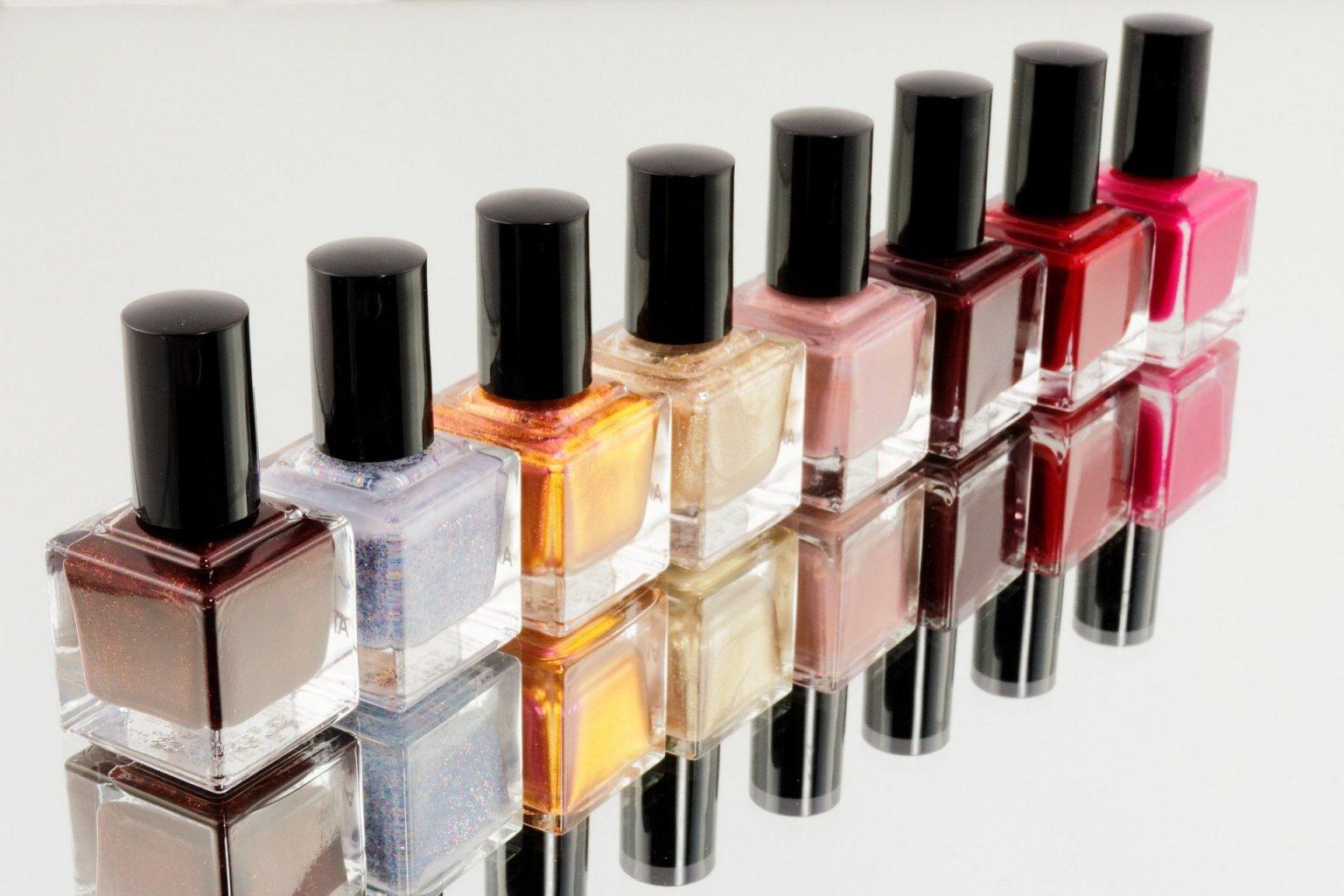 esmaltes de diferentes colores