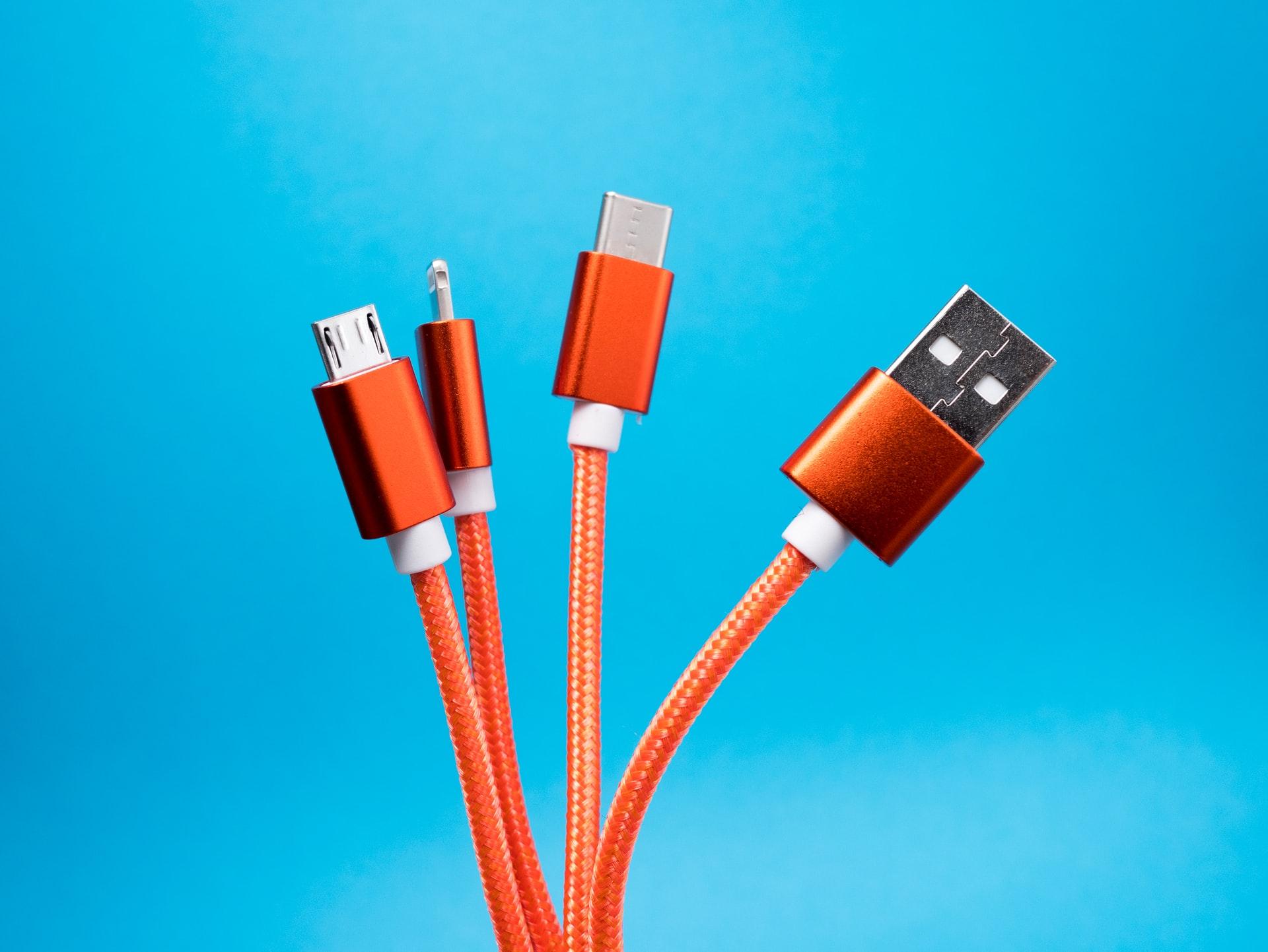 cargaddor de diferentes conectores