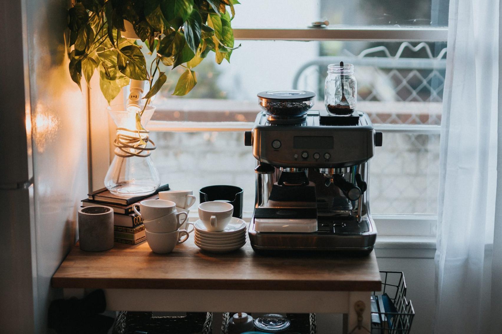 cafetera en cocina vintage