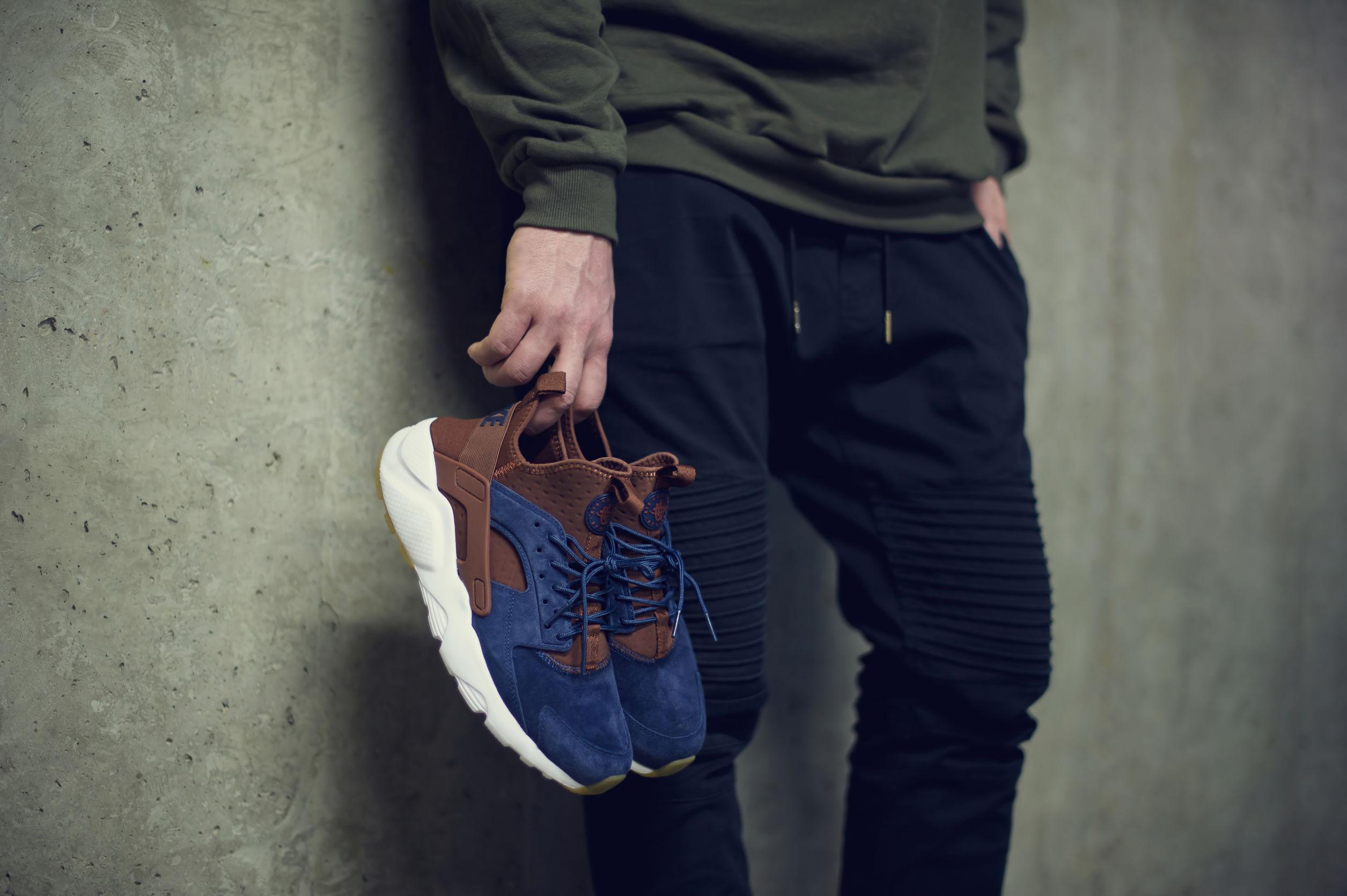 hombre con zapatillas