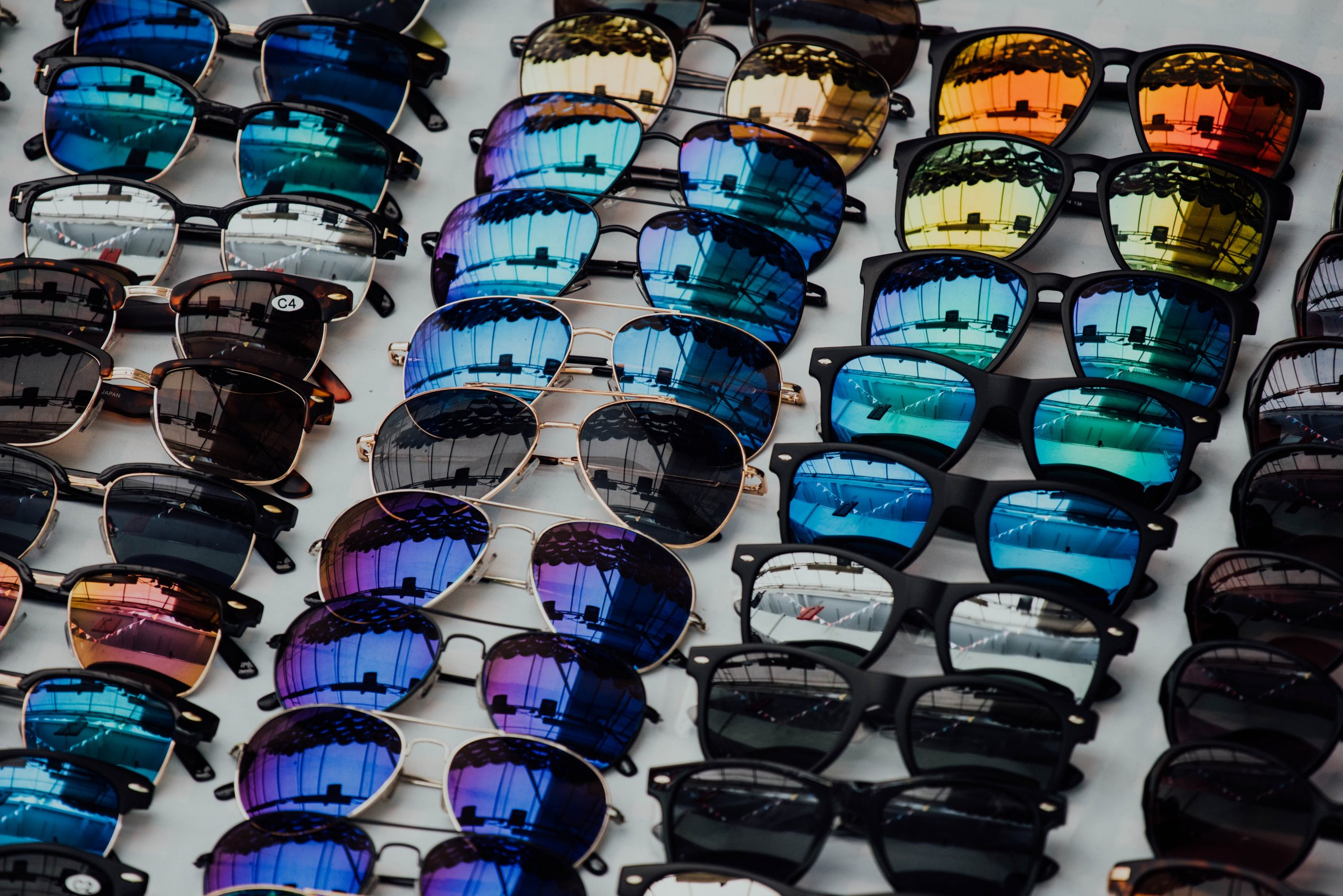 gafas para sol de muchos estilos