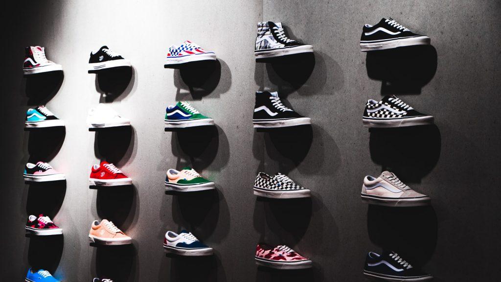 zapatillas vans en estantes
