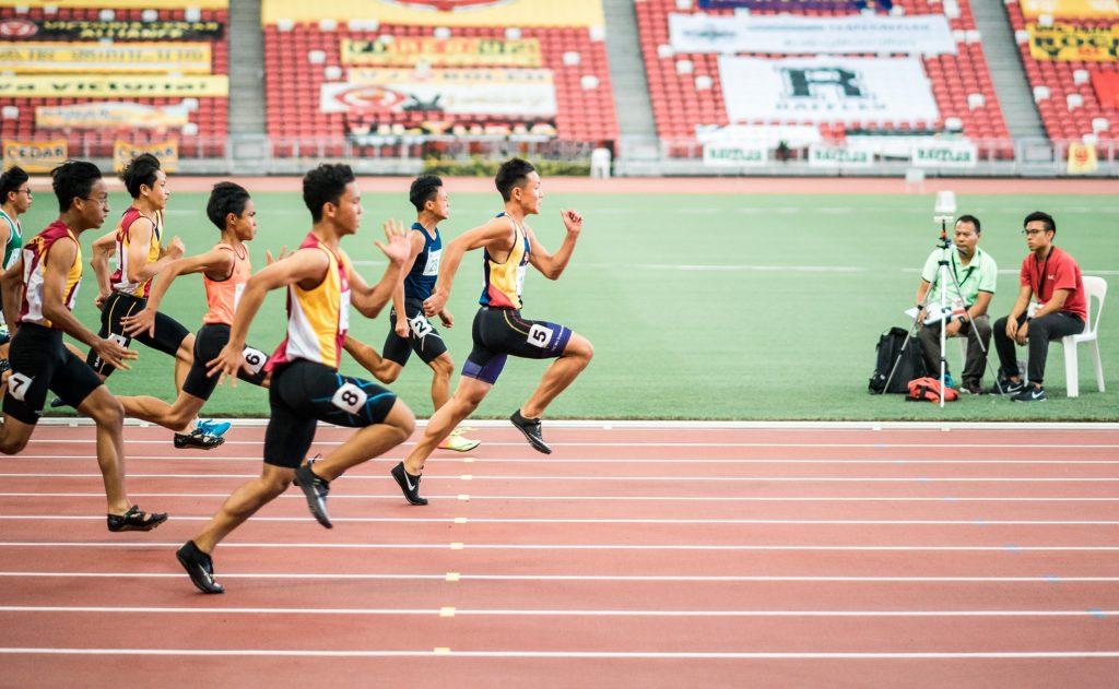 velocistas en competencia