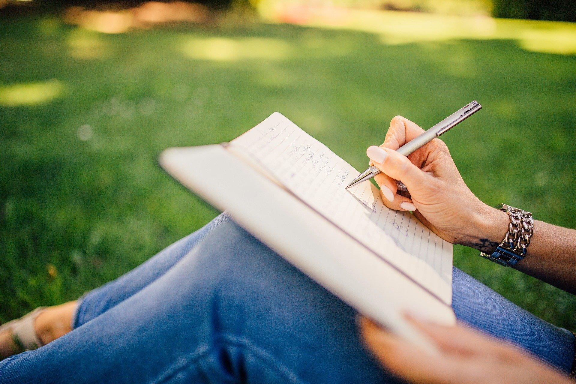 escribiendo diario