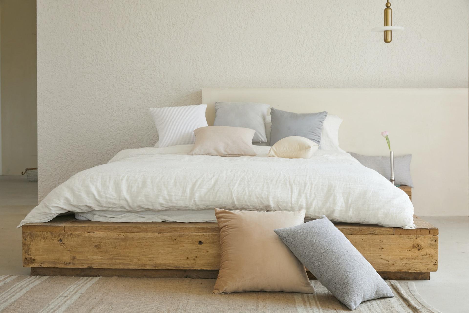 cama grande con colchón viscoelástico