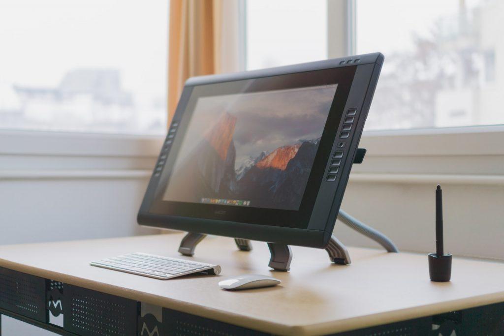 tableta de diseño con pantalla