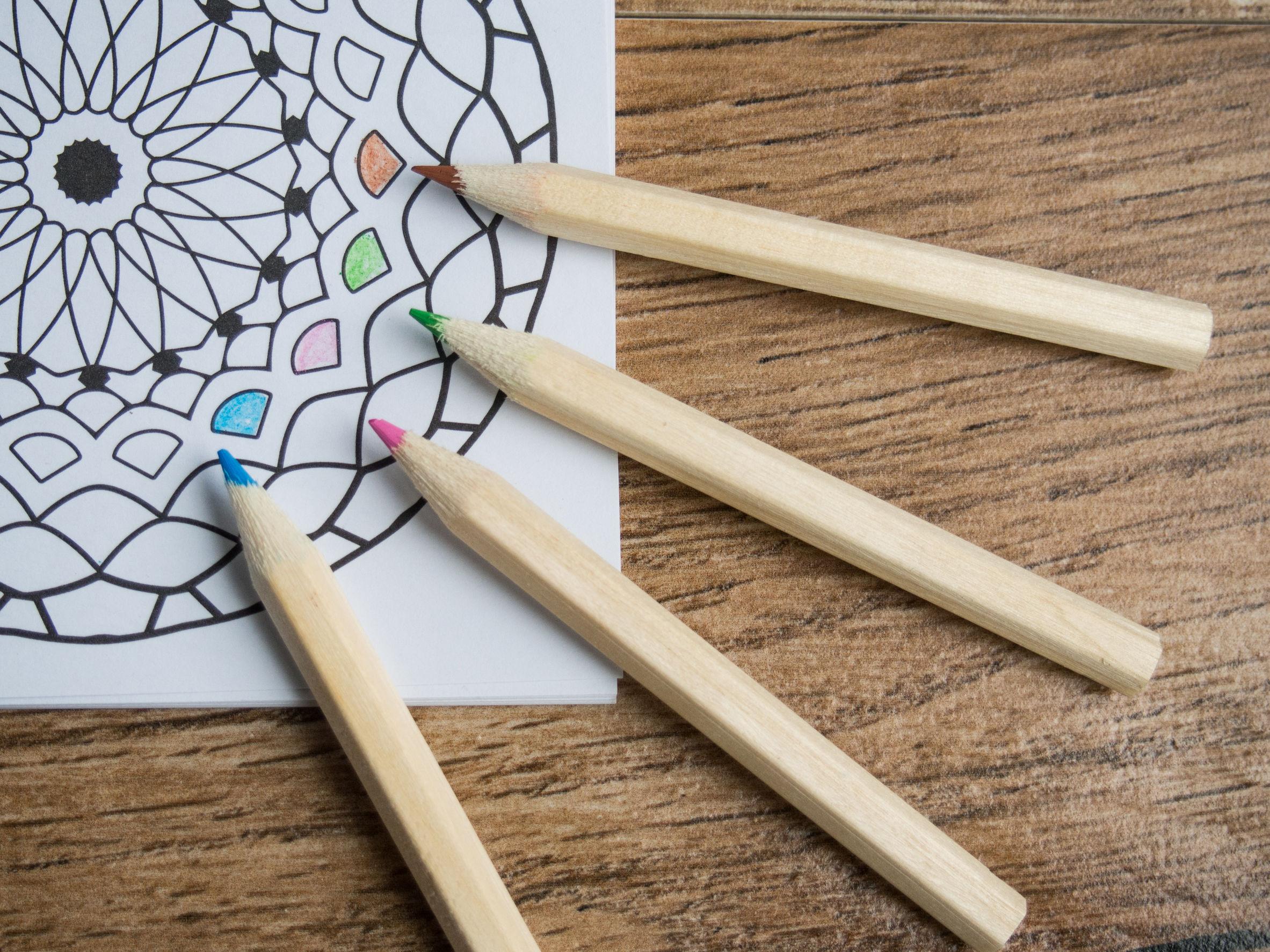 Mandala con lapices de colores