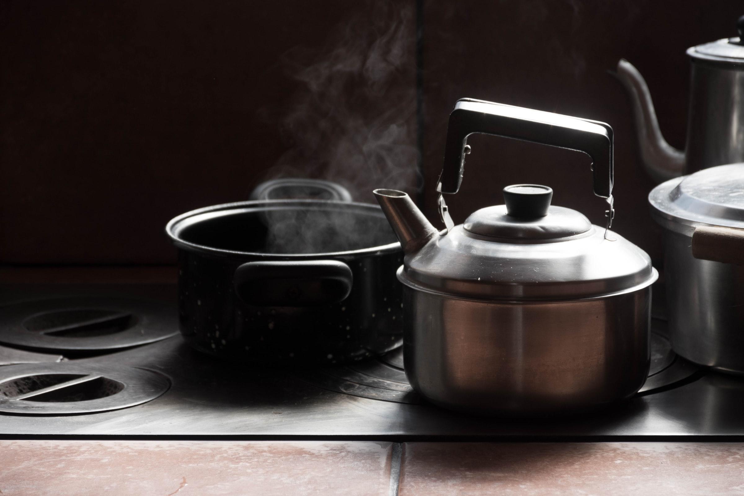 cocianndo con cacerolas