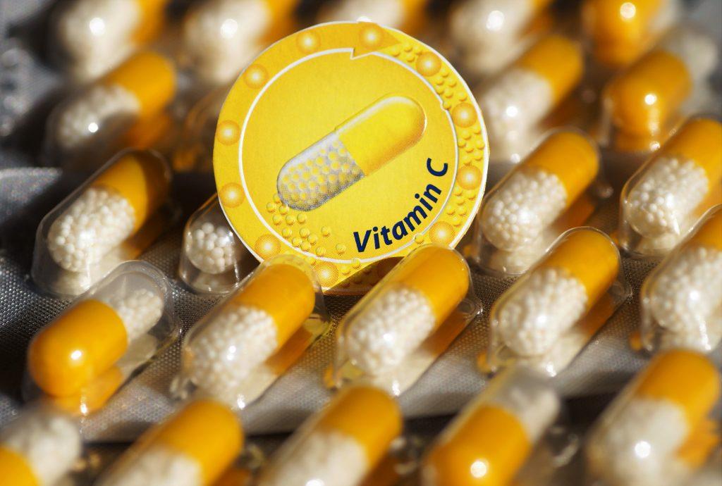 Foto de varias capsulas de vitamina C