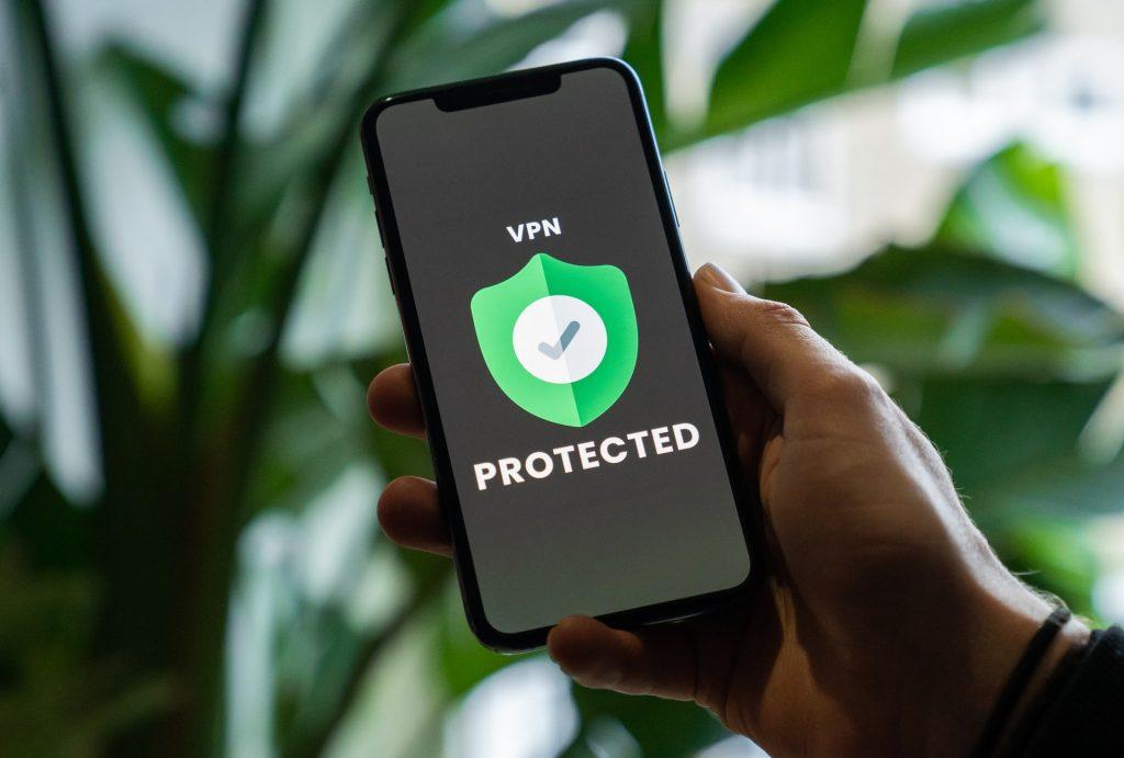 Telefono con frase protected