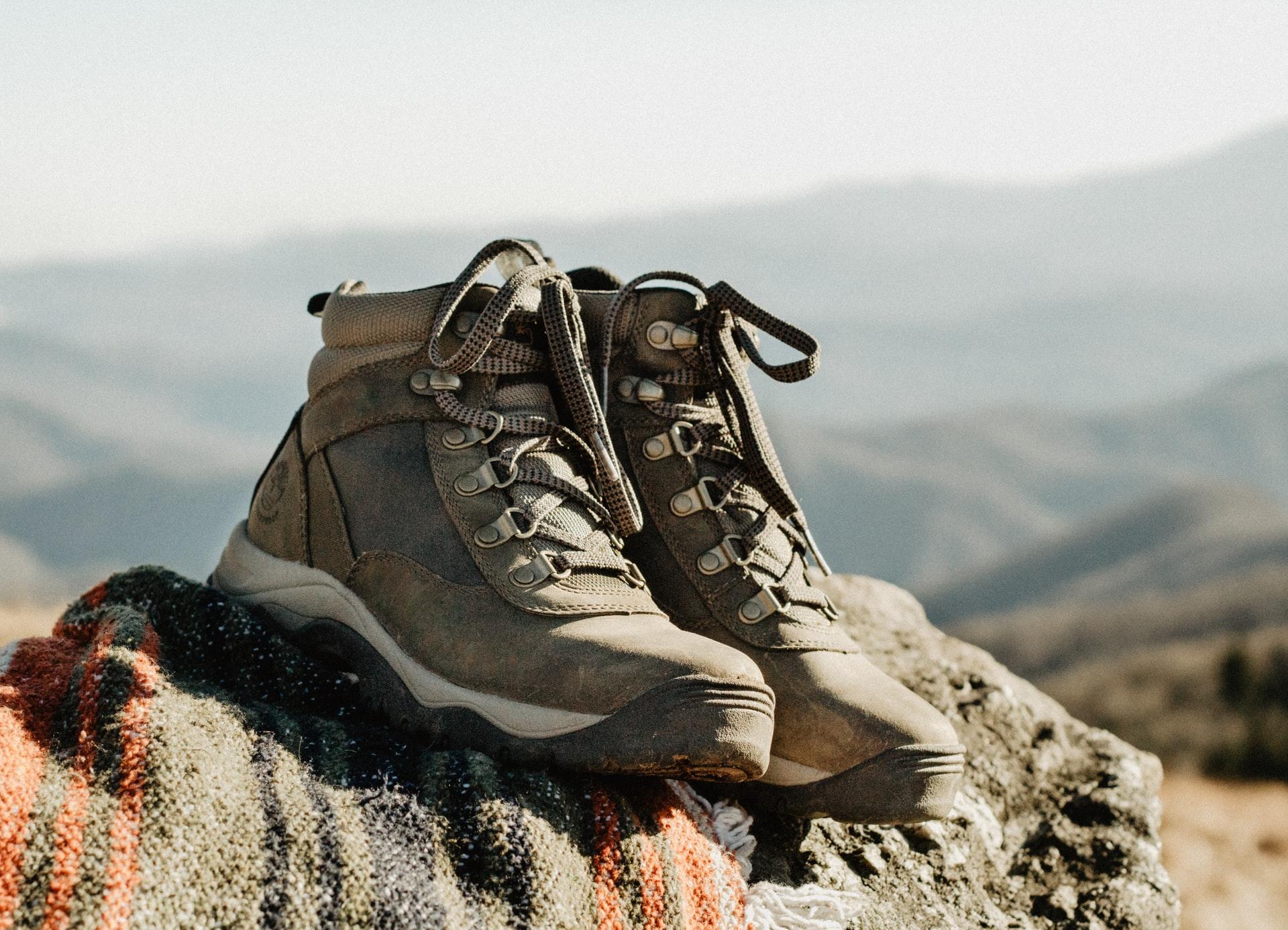 Botas sobre la roca