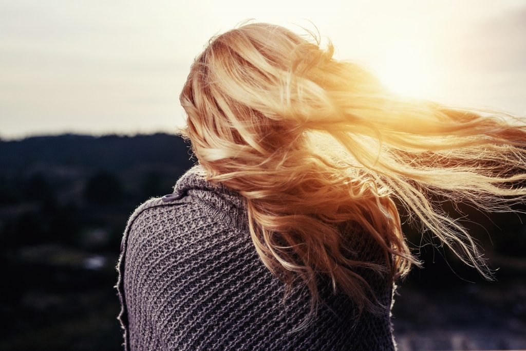 chica con cabello perfecto