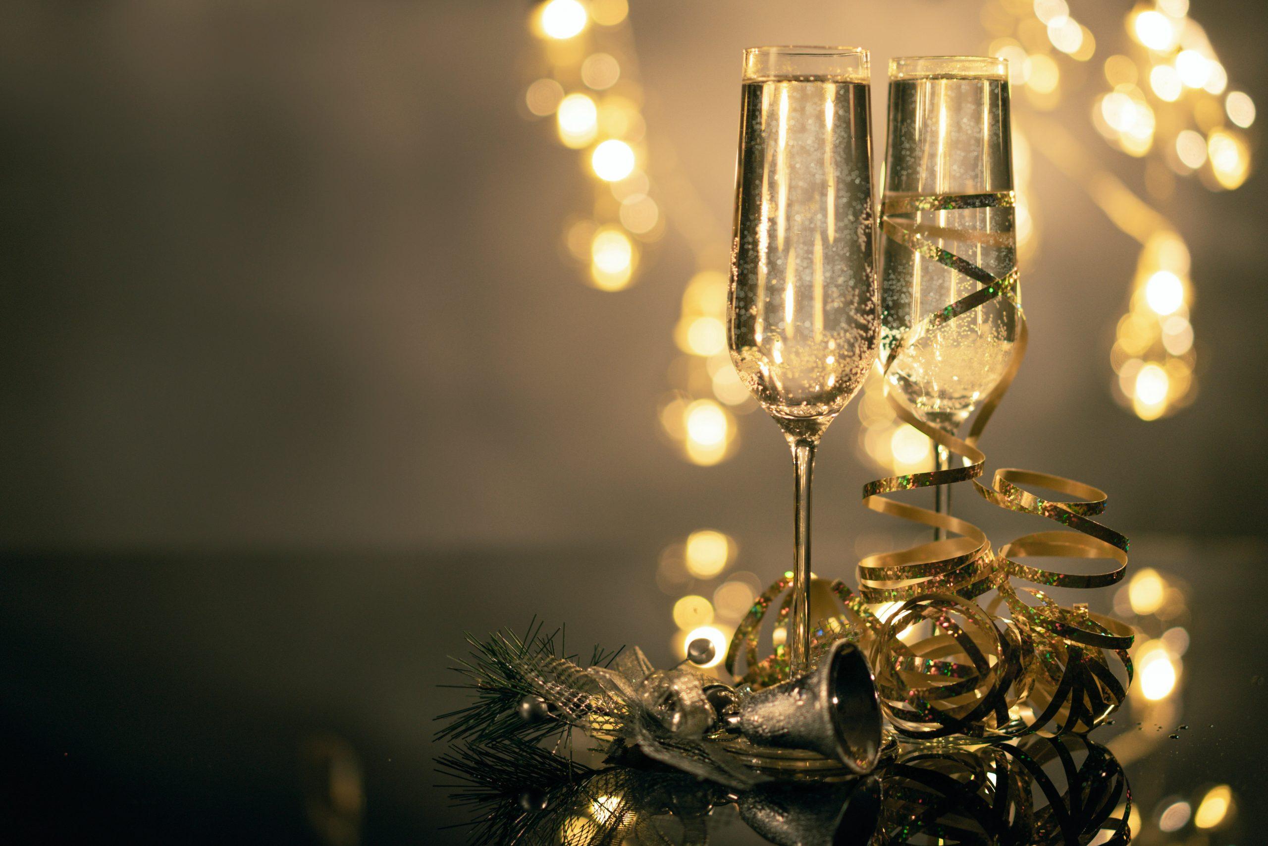 copas de vino y luces