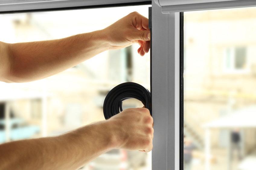 Instalación de cinta en ventanas