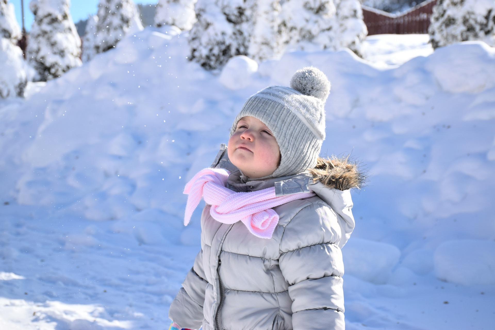 Un abrigo práctico y funcional es la mejor opción para nuestras pequeñas.