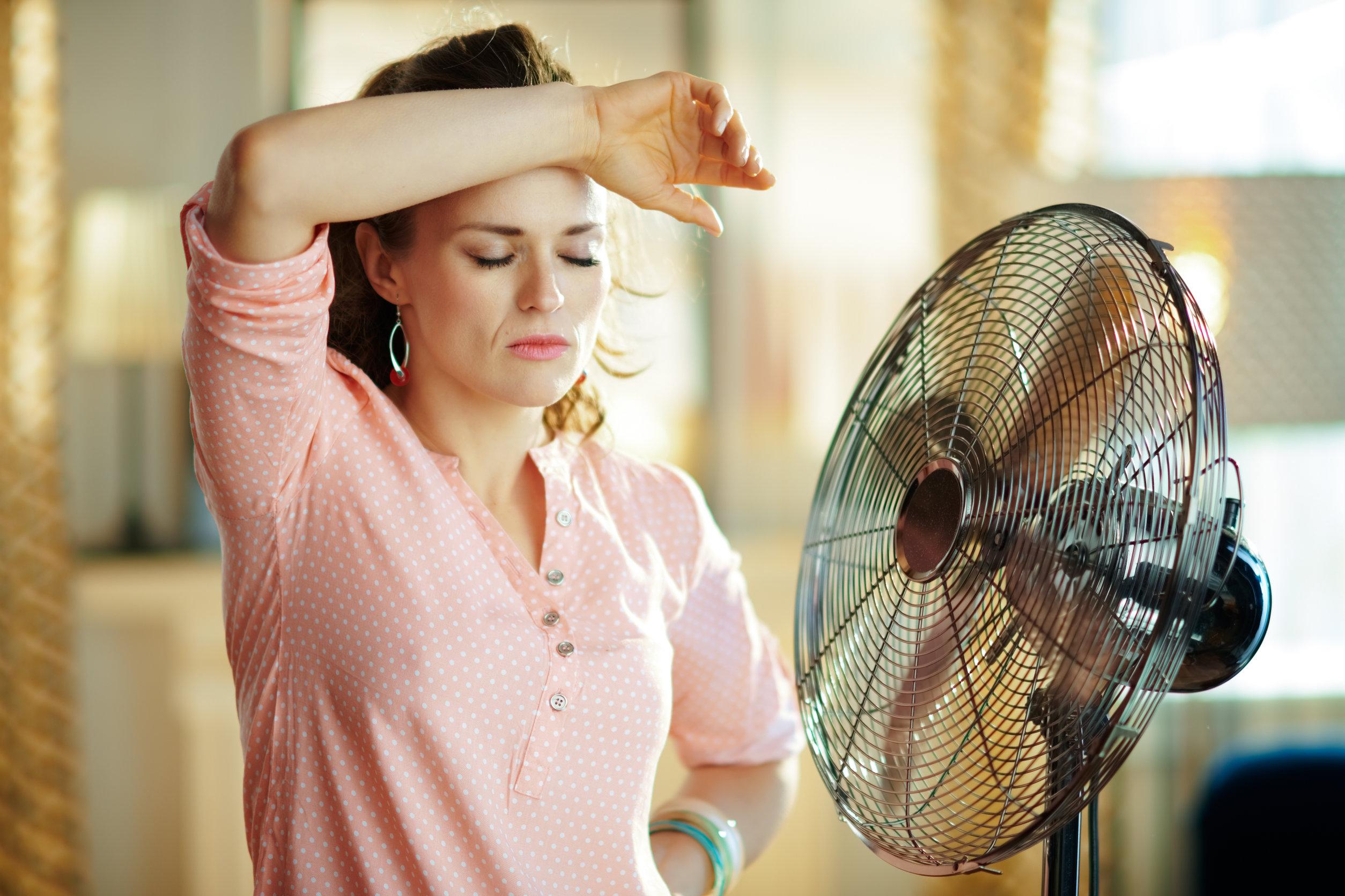 Mujer con mucho calor