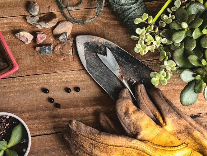 La impermeabilidad de los guantes de trabajo será evaluado tomando en cuanta las labores que se realiza.