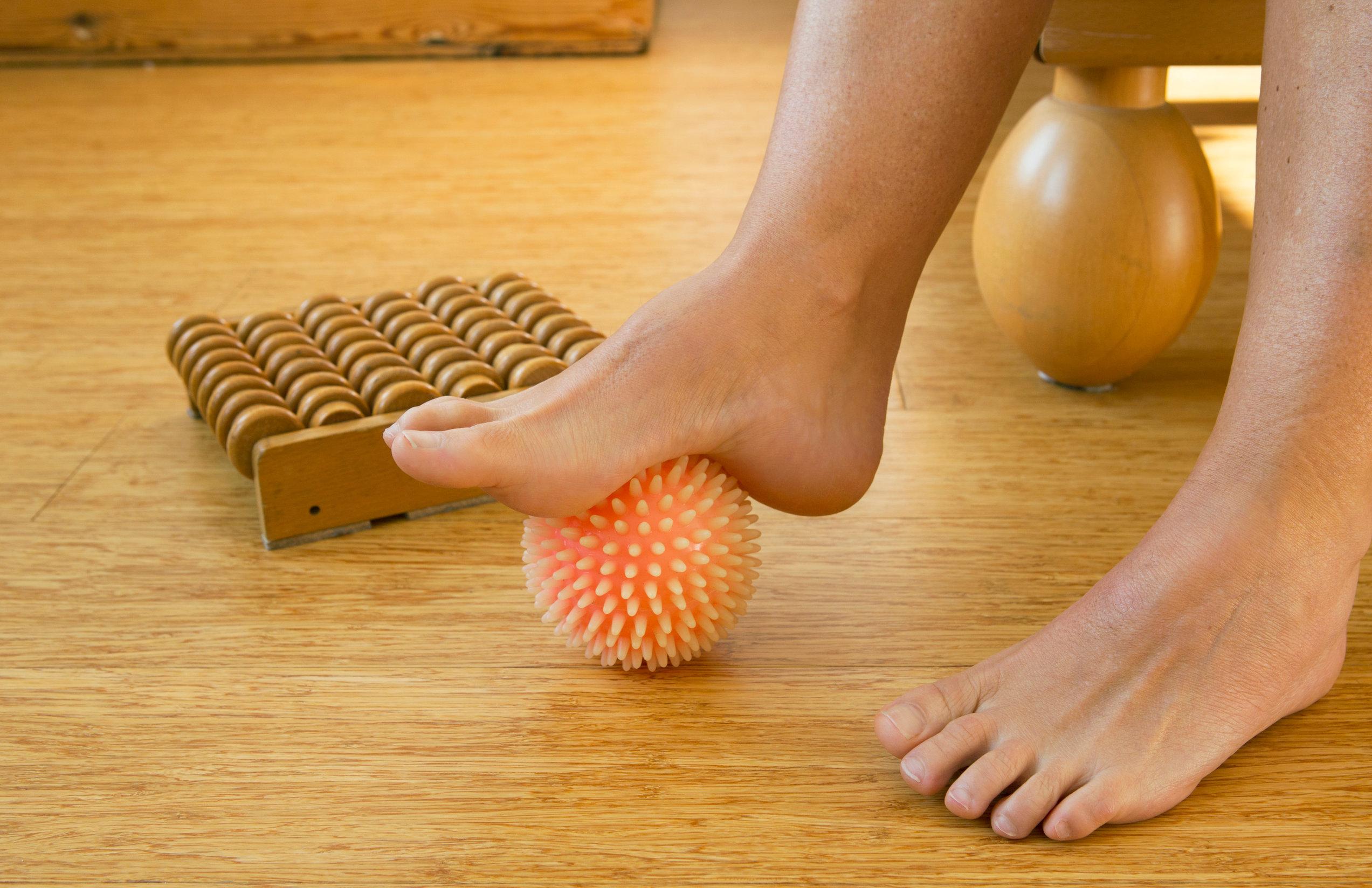 Masaje con utensilios para pies