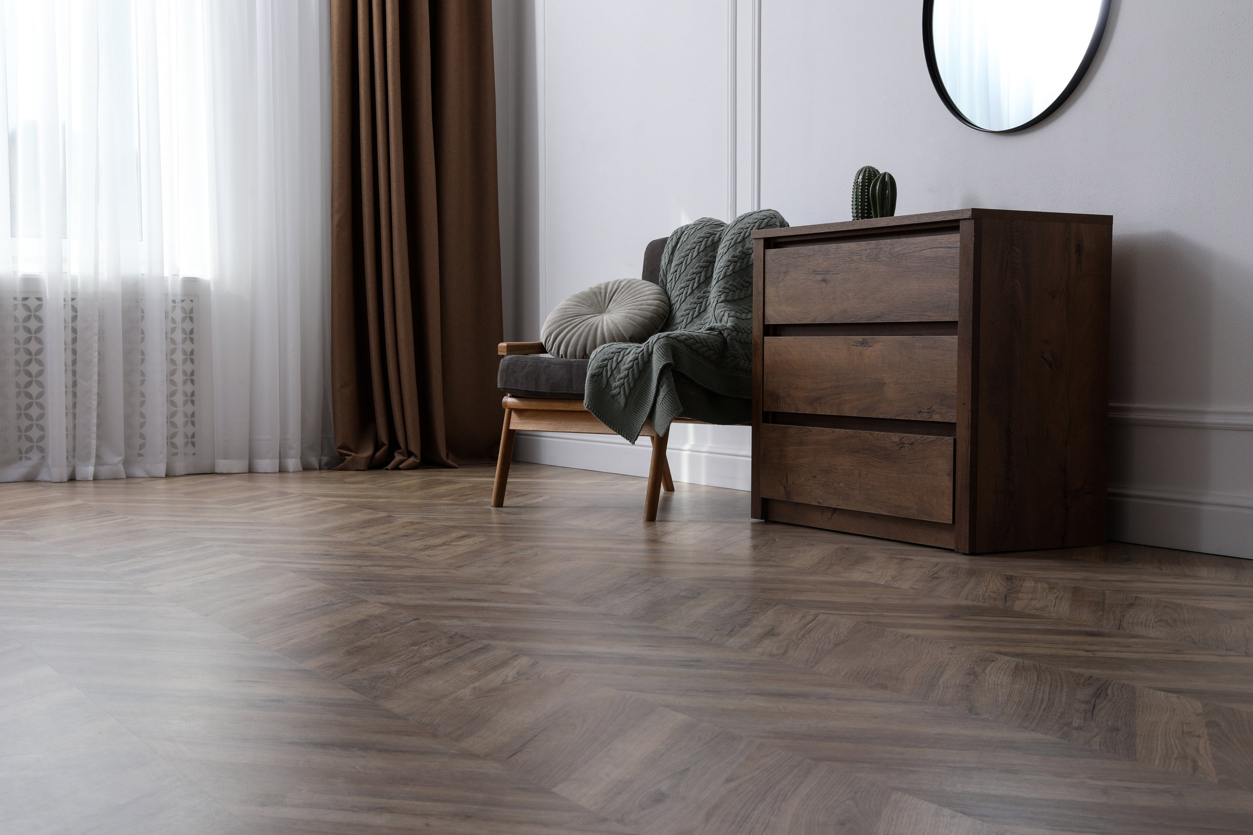 Muebles en sala decorados con vinilos