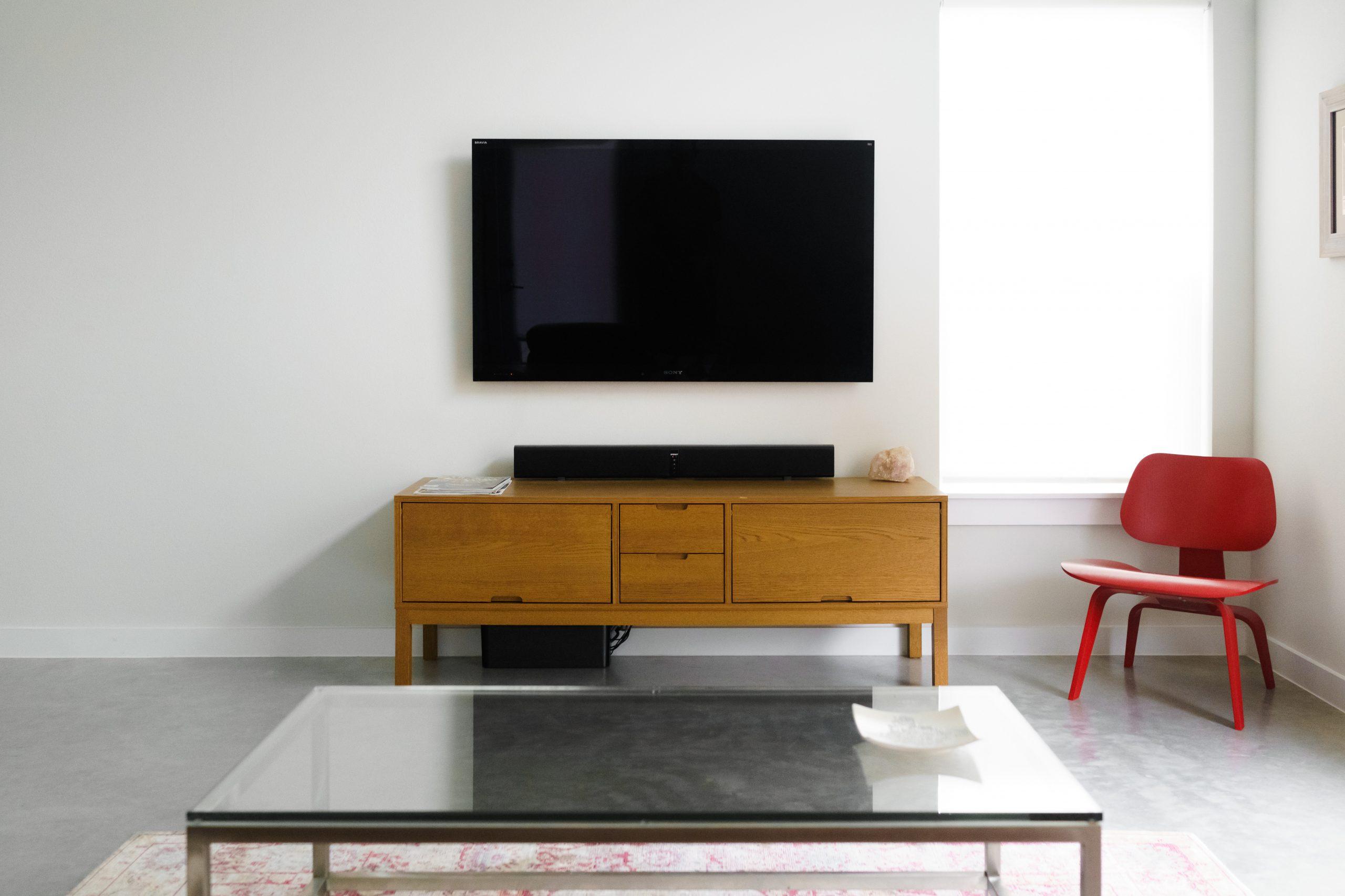 televisor con barra de sonido