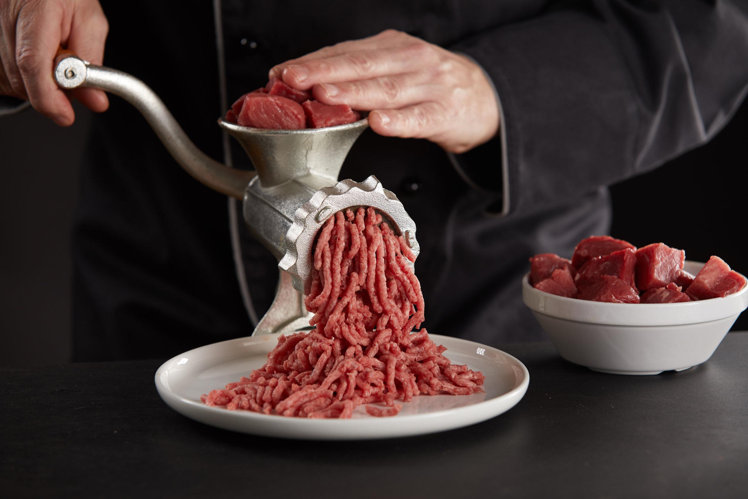 Una picadora de carne manual es un instrumento que no puede faltar en tu cocina si quieres crear una gran variedad de platos. Te permite controlar todos los ingredientes en la preparación de tus comidas