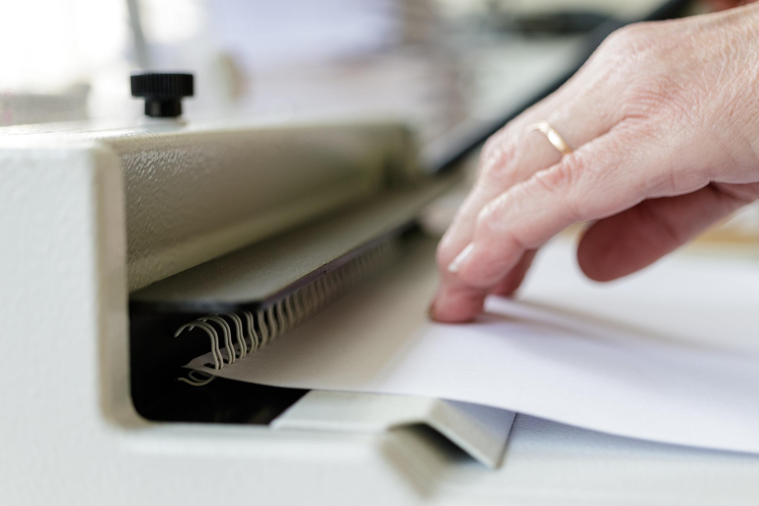 encuadernando documento
