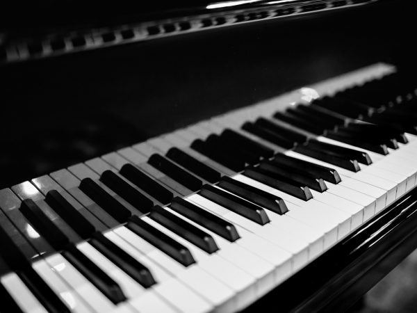 Piano keyboard with glossy black and white keys