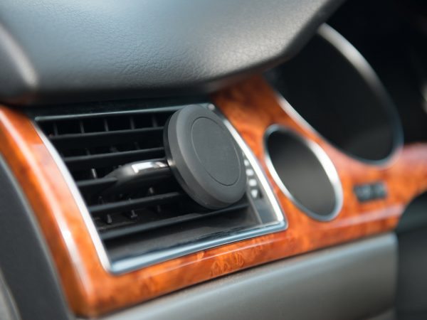 Car A/C magnet mobile phone holder in use